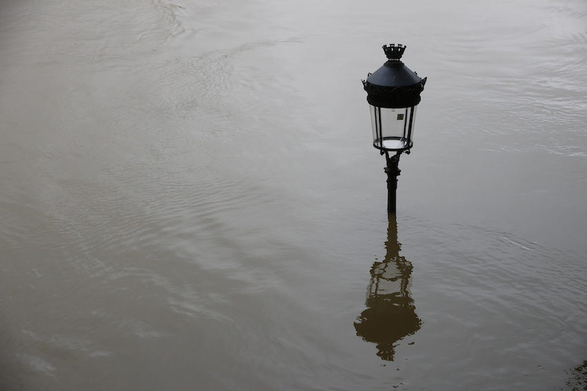 Lamp on a high flood