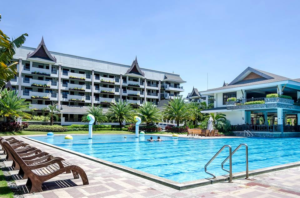 Royal Palm Residences' Lap Pool, DMCI Homes