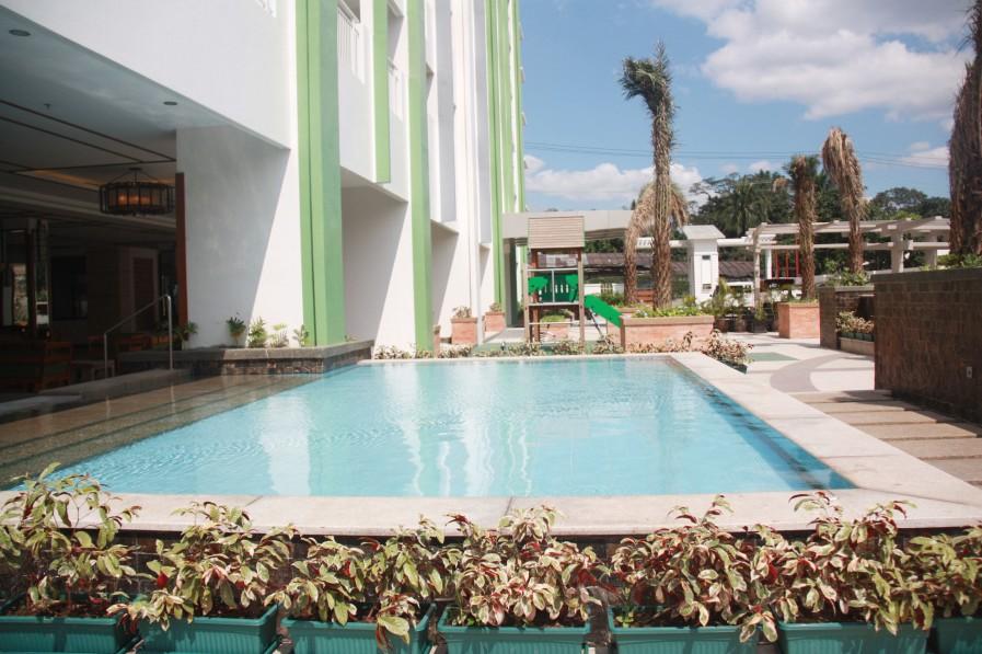 Sorrel pool area