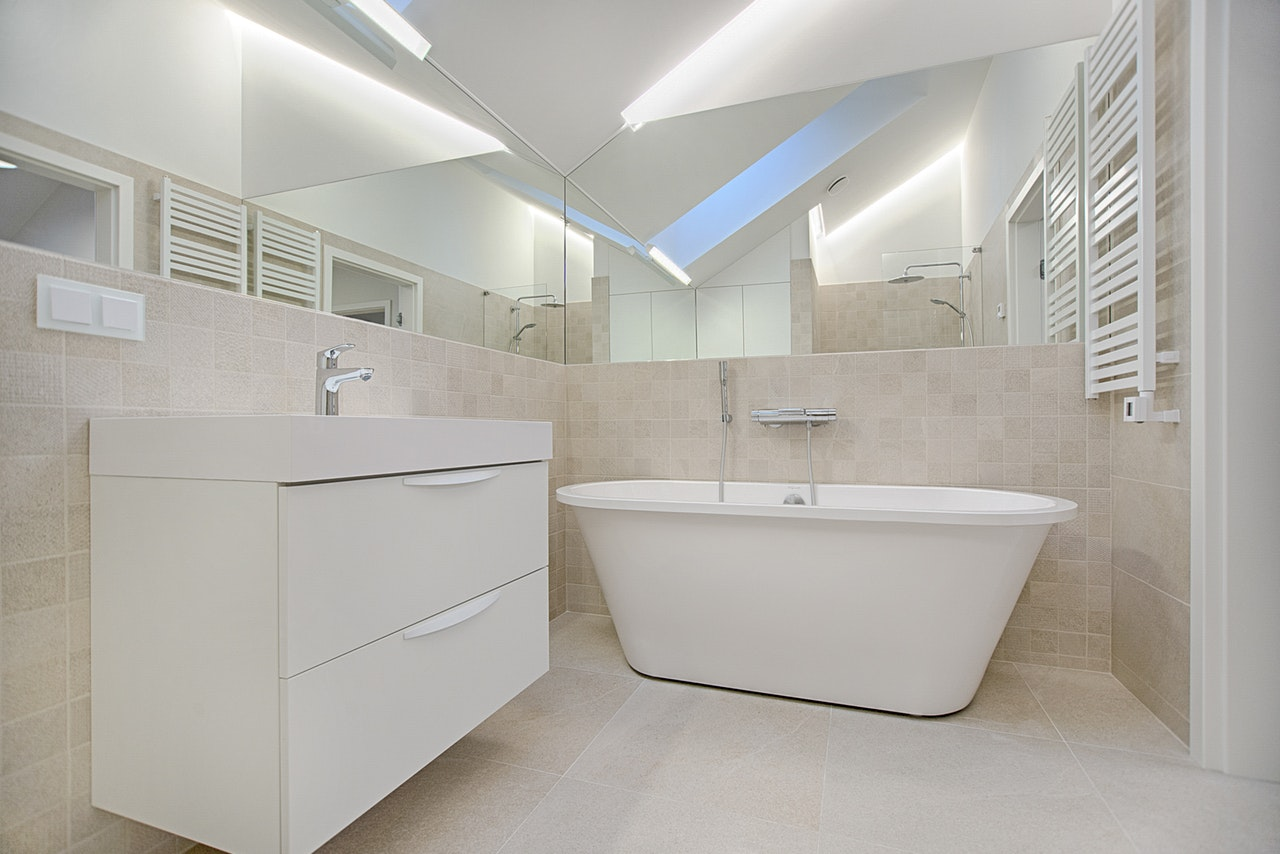 bathroom bathtub