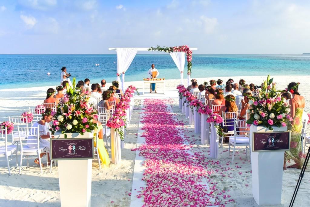 beach wedding ceremony emergency kit