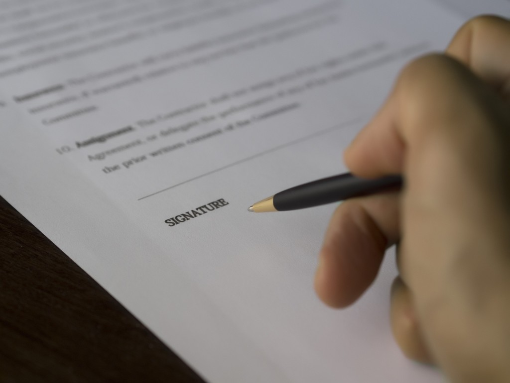 Lease Contract on Paper