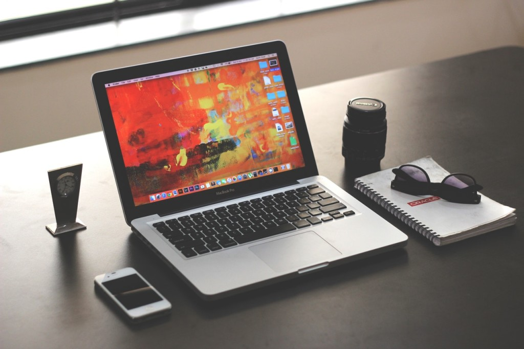 desk macbook pro apple notebook