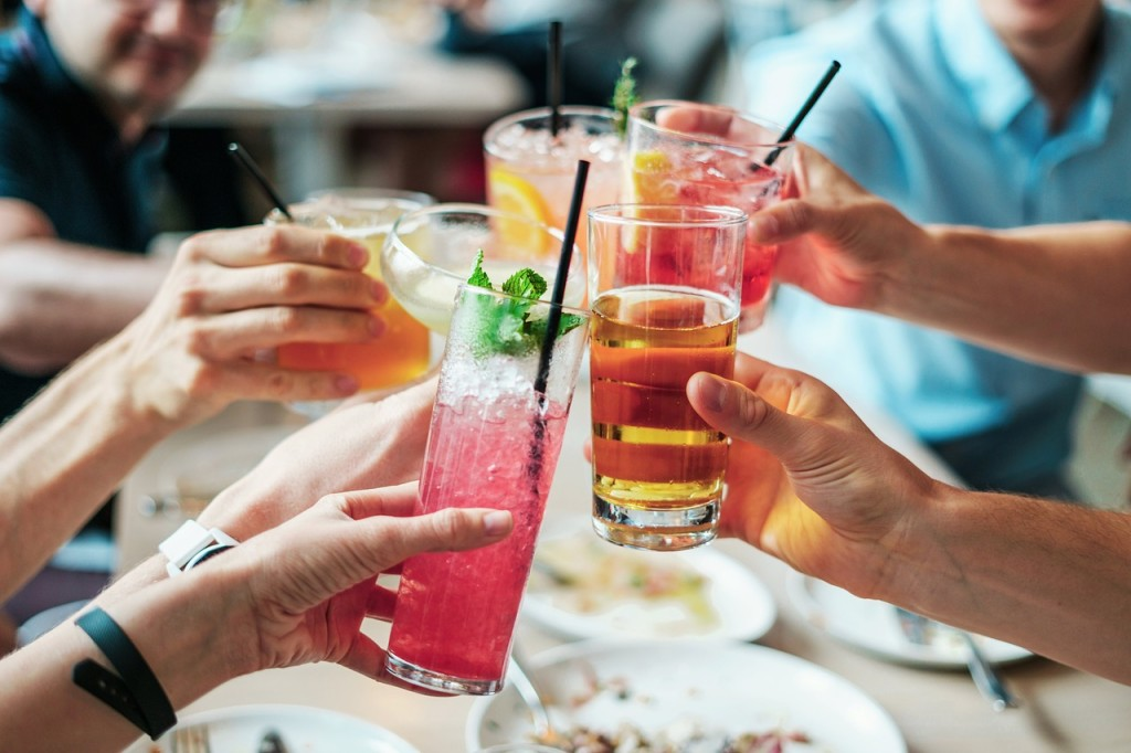 drink with Filipino locals