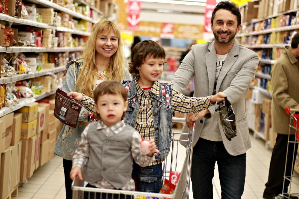 family in grocery shopping