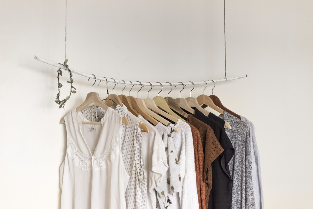 hang clothes holder