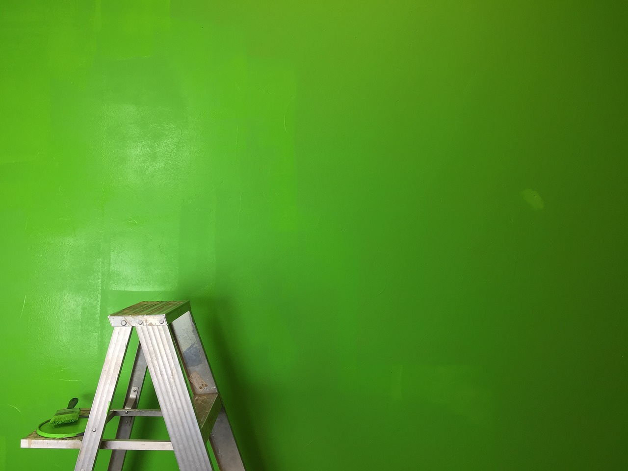 ladder green wall