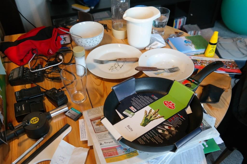 messy food roommate