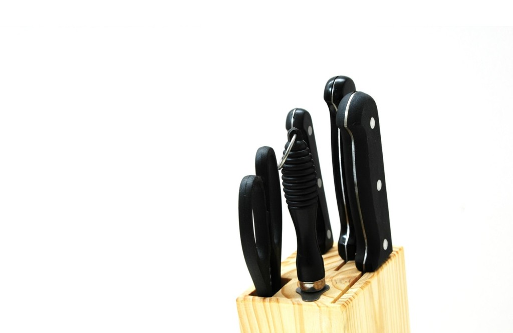 organize knives in a knife holder