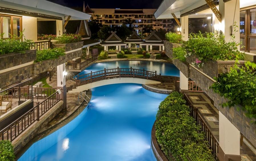pool royal palm