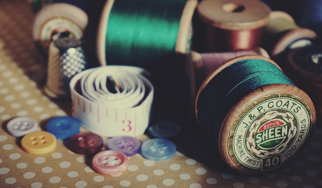 sewing kit close up photography