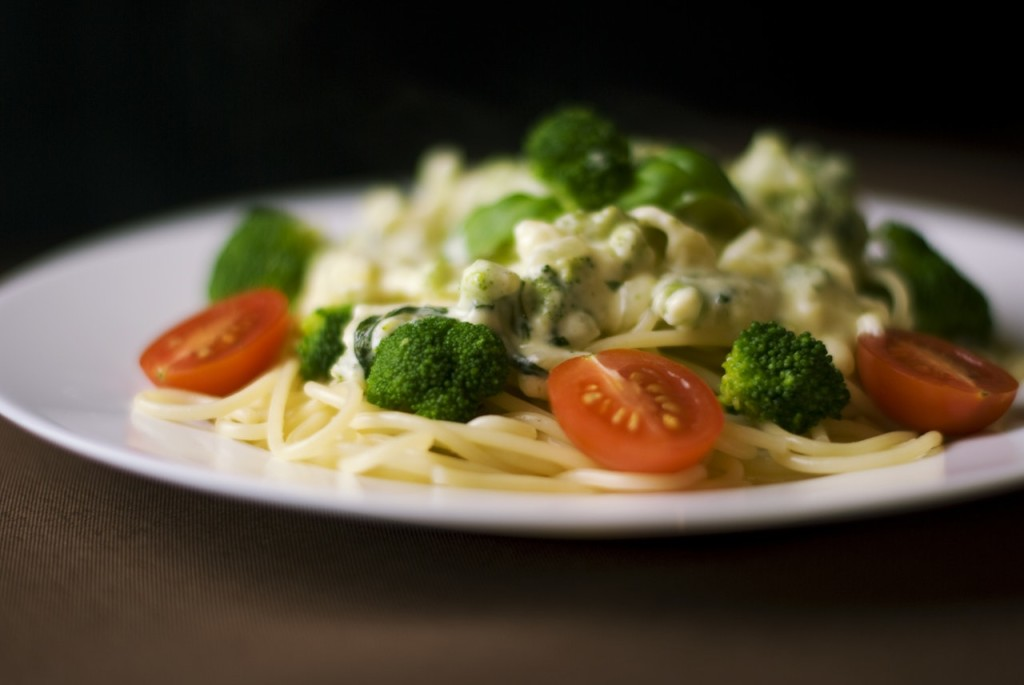 tomato garlic pasta broccoli